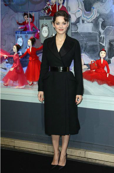 Marion Cotillard Embajadora de las vitrinas Printemps de Dior